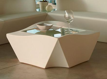 Невысокий столик